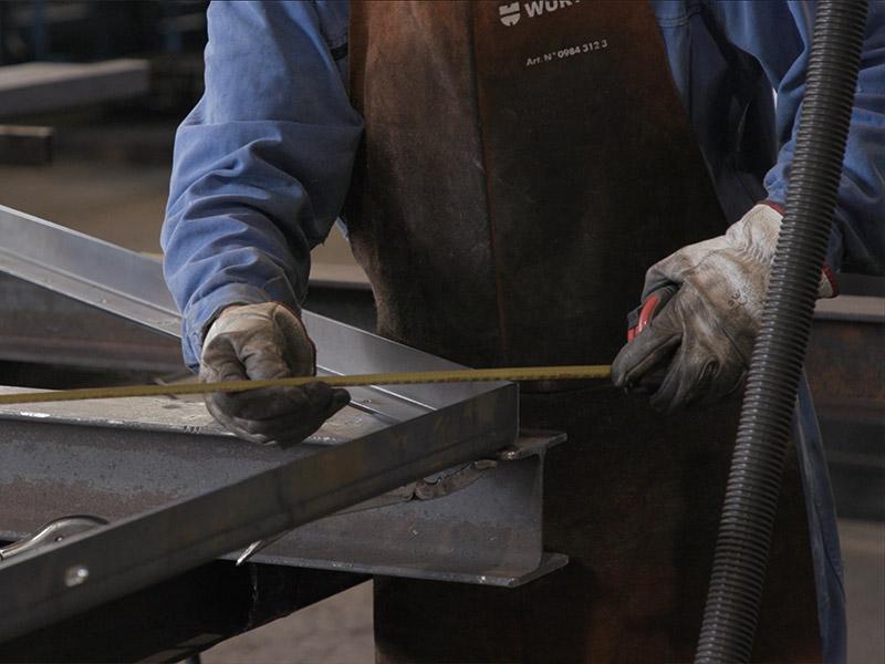Atelier réalisation construction métallique ouvrier