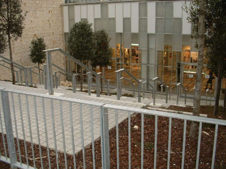 centre commercial construction serrurerie